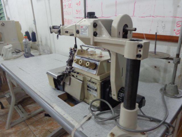 Máquina de Costura Overlock com Zeromax66